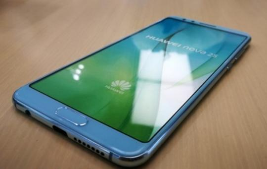 Huawei представили удивительный смартфон: счетырьмя камерами