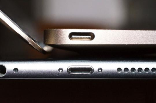 Смартфон iPhone 8 может лишиться разъема Lightning