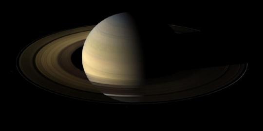 Cassini нашла «большую пустоту» между кольцами Сатурна